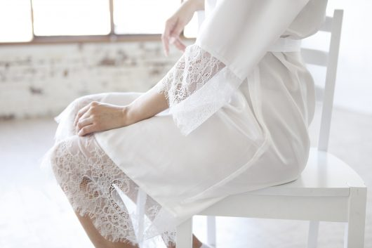 SILK ROBE FOR BRIDE WITH LACE - WHITE