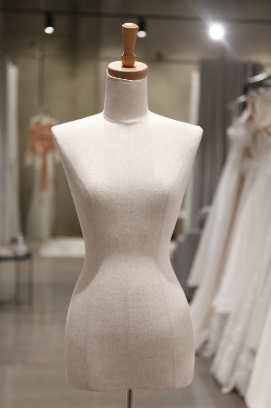 Mannequin - Female Torso with base size 6